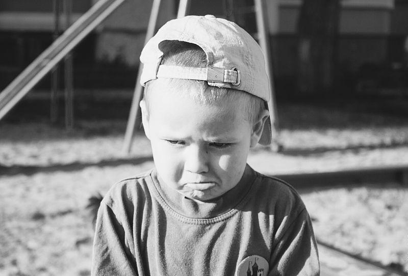 уличное фото, стрит фото, ребенок, мальчик, черно-белая фотография \