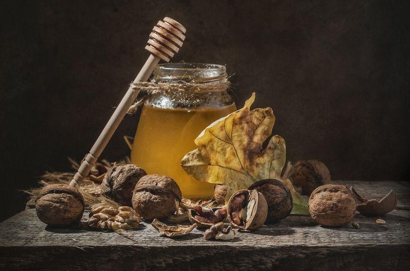 мёд,грецкие орехи,дубовый лист,осень,вкус,сладкий,тёмный Мёд и орехи !photo preview