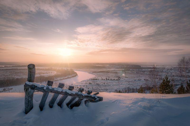 рассвет, солнце, январь, мороз, забор, снег, гора, мыщелка, пейзаж, вид, пермь Рассвет над Сылвойphoto preview