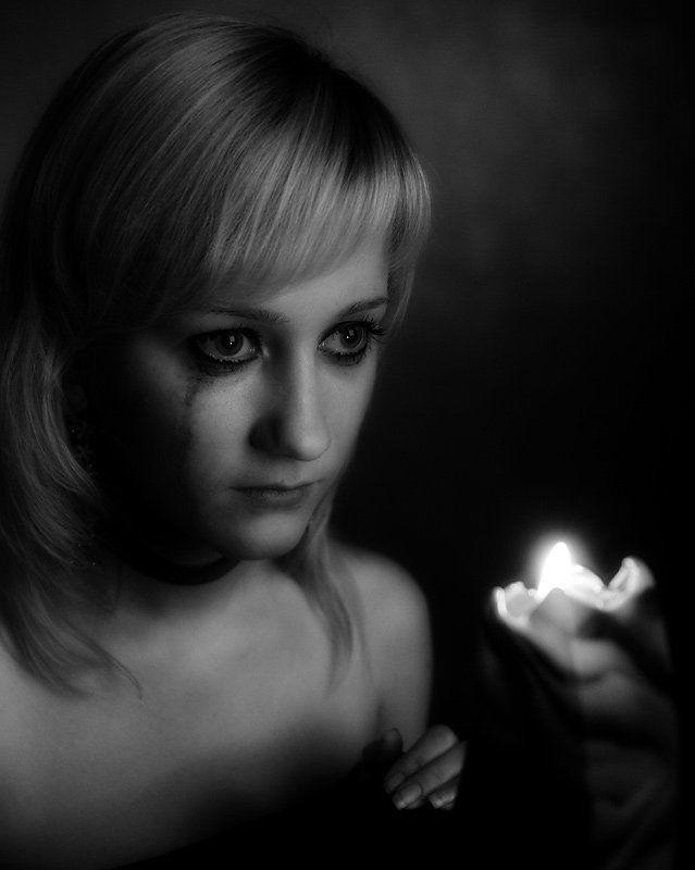 девушка,свеча,слеза photo preview