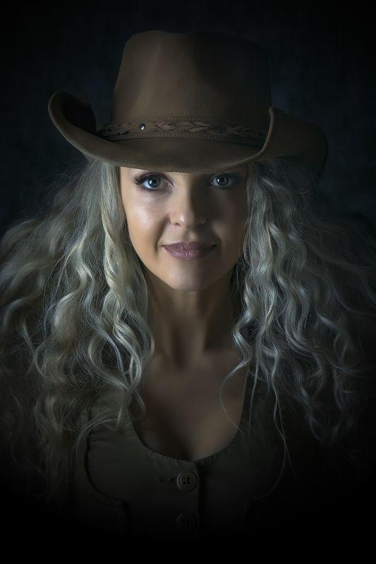 девушка. портрет. студия. блондинка, шляпа Портретphoto preview