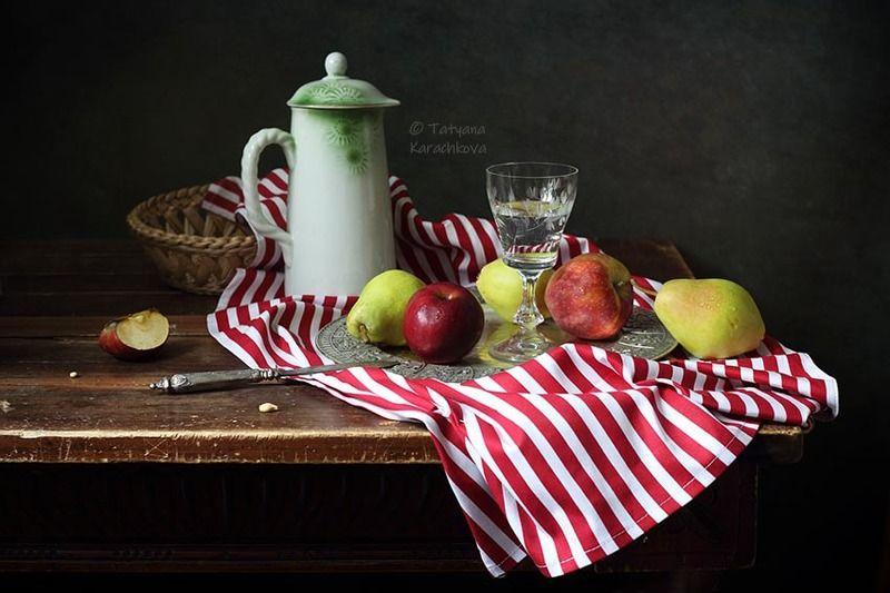 натюрморт, яблоки, груши, кувшин, салфетка Яблоки и груши на полосатой салфеткеphoto preview