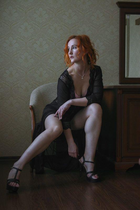 Портрет в чёрном платьеphoto preview