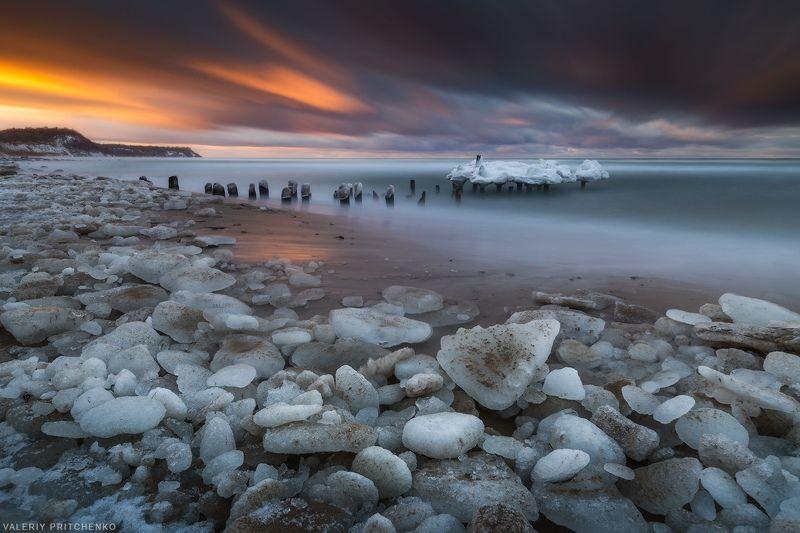 Берег зимней Балтикиphoto preview