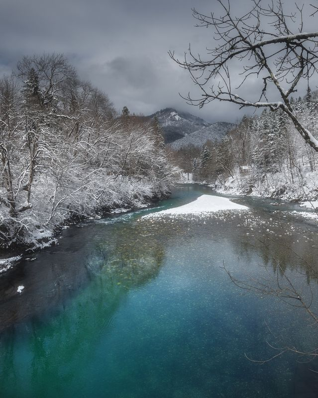 Горной реки голубой кристаллphoto preview