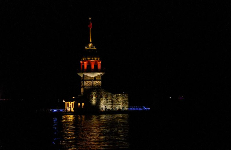 Istanbul; Kız Kulesi; Maiden\'s Tower; Turkey; black; bosfor; buildings; city; cityscape; dark; from water; historical; light; lighthouse; night; no people; oldcity; oldtown; reflection; sky; street; streets; town; travel; view; water;  Kız Kulesi (Maiden\'s Tower)photo preview