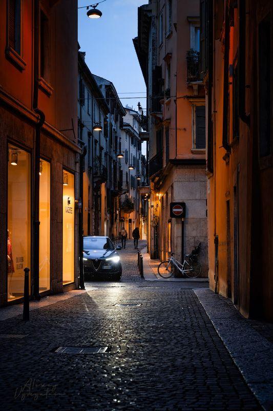 italy, verona, veneto, urban, street, night, lights На улицах Вероныphoto preview