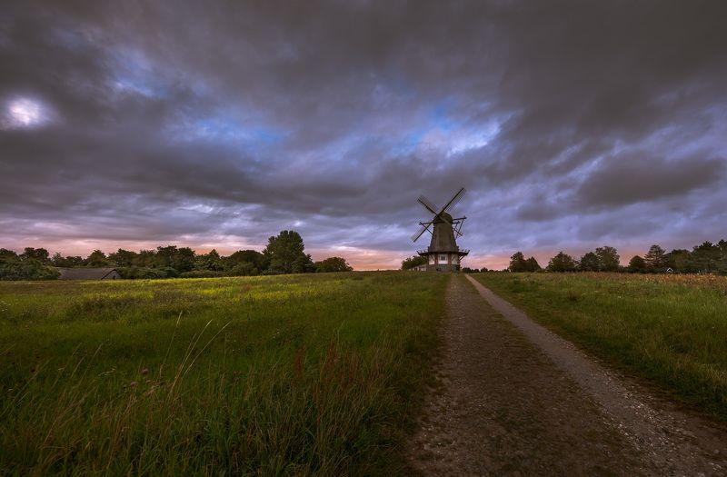 дания, деревня, мельница, вечер, закат, облака, дорога, Сумерки по дороге к старой мельнице.photo preview