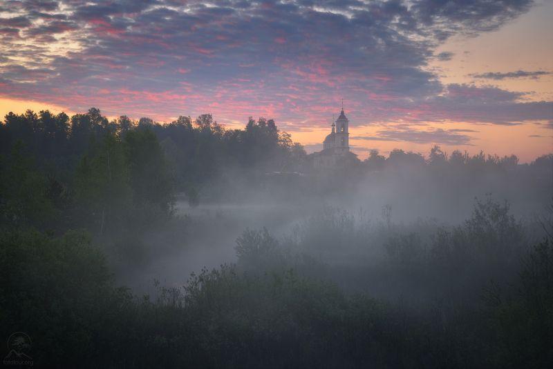 пейзаж, природа, утро, туман, церковь Туманное Воскресеньеphoto preview