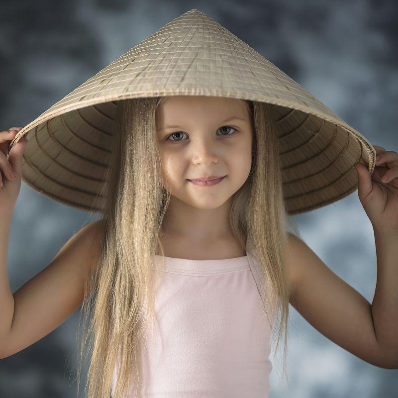 девочка, ребенок, портрет, студия, профиль Портрет прекрасной невьетнамочкиphoto preview
