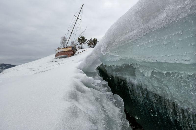 льдина, разлом,лед, яхта. Разлом.photo preview