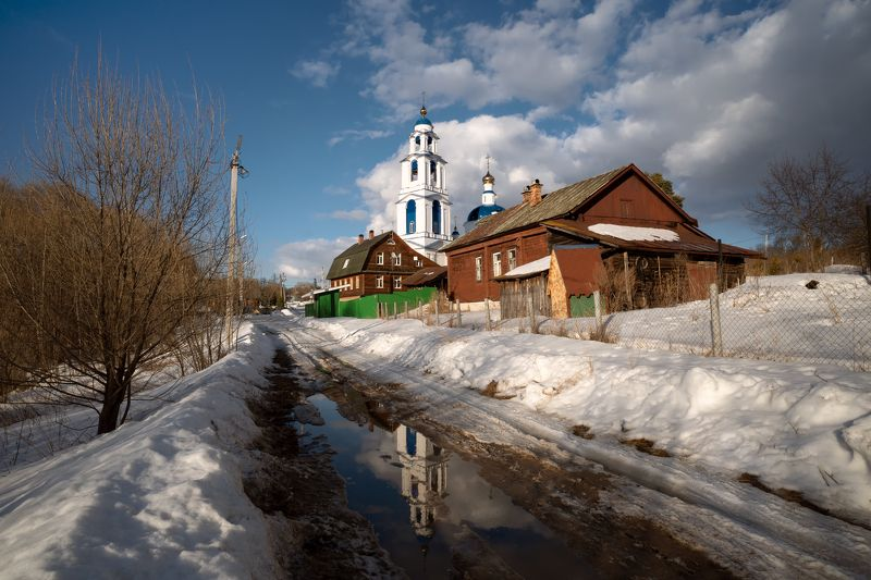 весна,март,снег,лужи,дорога,деревня,церковь,небо,облака,отражение,свет весна в Ильинскомphoto preview