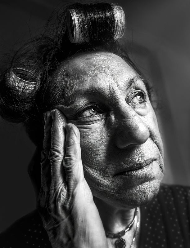old, woman , eyes , room , beauty , beautiful , model , light daysphoto preview