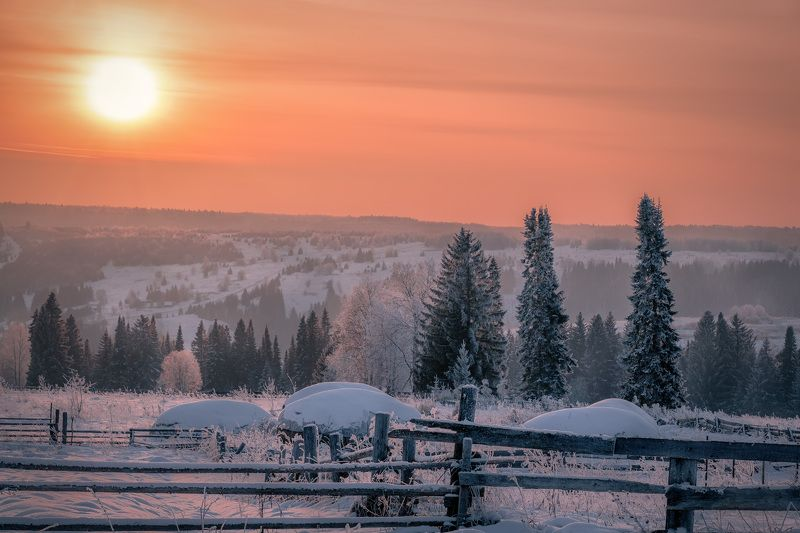 деревня, вечер, закат, мороз, зима, долина, чусовая, лес, поле, пейзаж, пермь Дело к закатуphoto preview