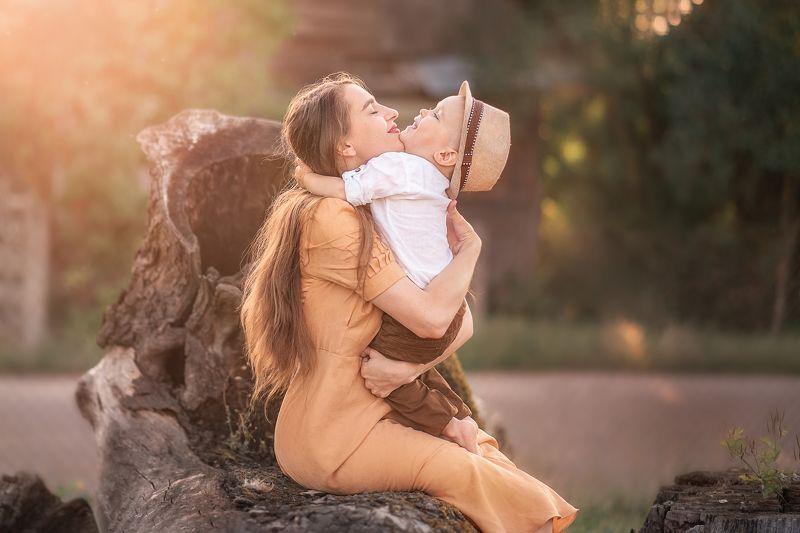 Материнские объятьяphoto preview