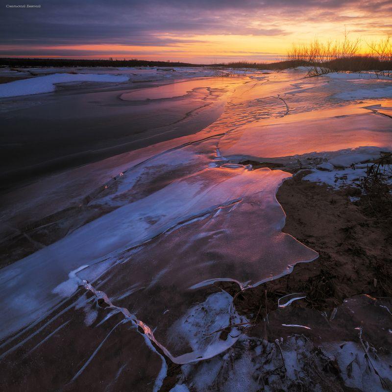 небо, закат, река, северная двина, зима, лед Берега реки, скованные льдом.photo preview