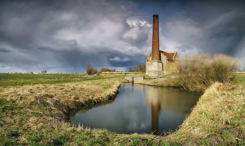 sky, cloud, old, poland, elewator, rain Old steam pump stationphoto preview