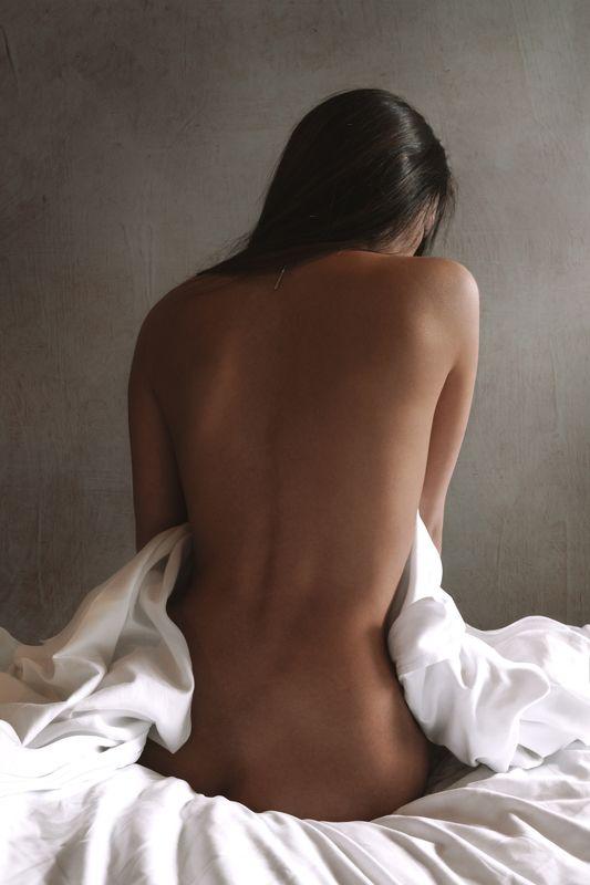 девушка, постель, кровать, спина, обнаженная натура, nude, erotic После ночиphoto preview