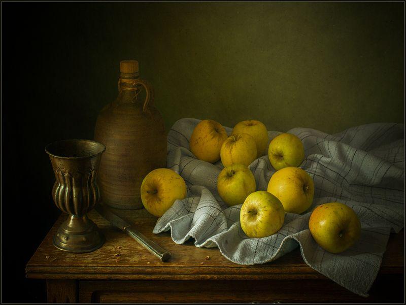 Натюрморт с жёлтыми яблокамиphoto preview