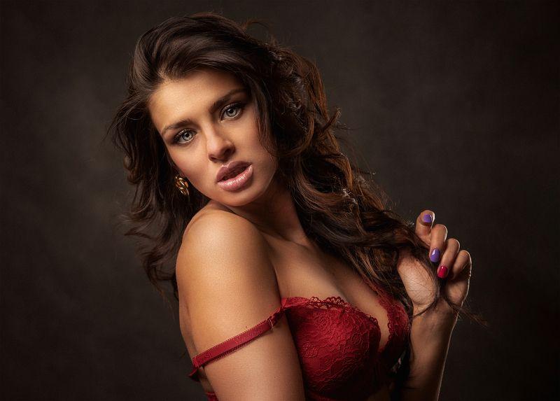 Девушка в красном Liliphoto preview