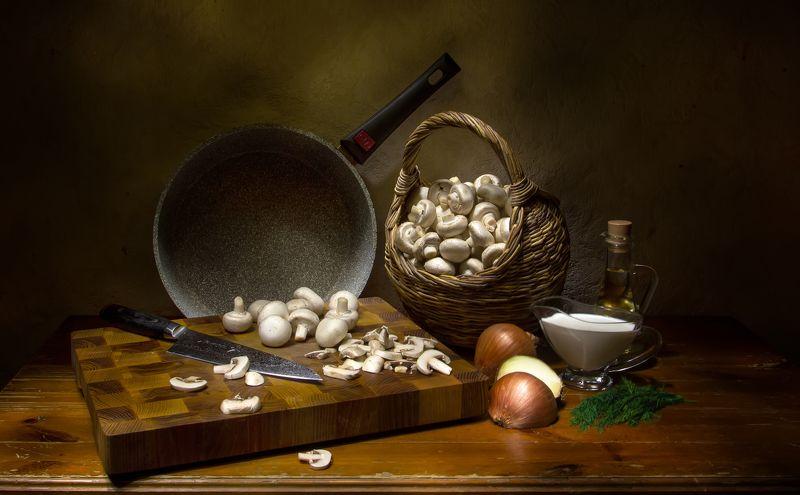 натюрморт, шампиньоны, лук, лукошко Белые начинают и выигрывают)photo preview