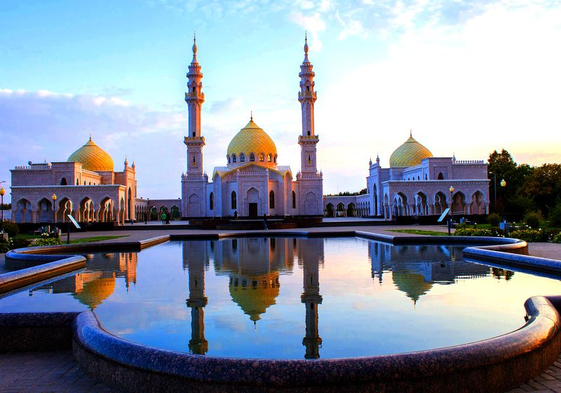 город,пейзаж,архитектура, вечер, мусульманство, мечеть, болгар, белая мечеть, отражение В вечернем светеphoto preview