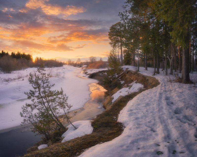 вечер, река, весна, закат Первые проталины на рекеphoto preview