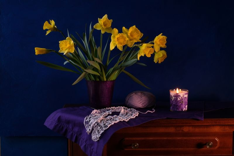 Still life, flowers, yellow, crochet and knitting needlework, flora, colors, candlelight, memories, purple, knitted collar, daffodils,  Мамин воротничокphoto preview