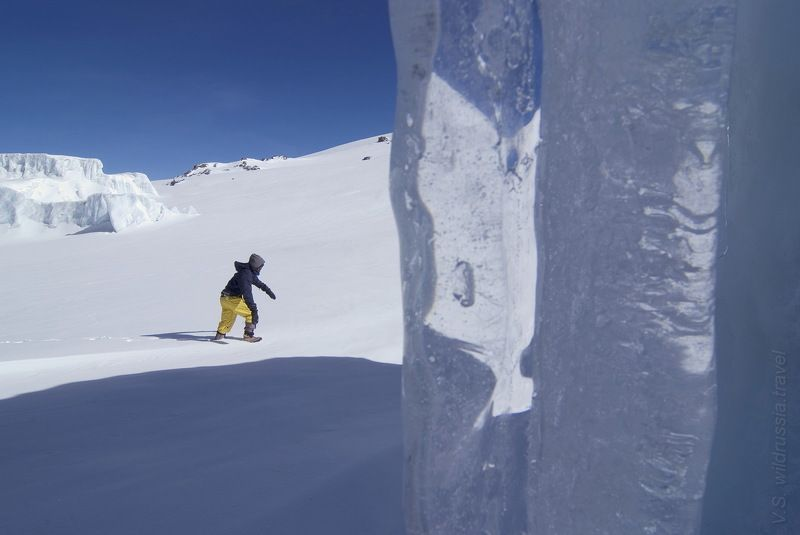 килиманджаро, вершина, восхождение, спорт, экстрим, высота, альпинизм, снег, ледник, кратер, сосульки, горы, танзания, путешествие, приключение, шагнивнеизведанное Снега Килиманджаро - 1photo preview