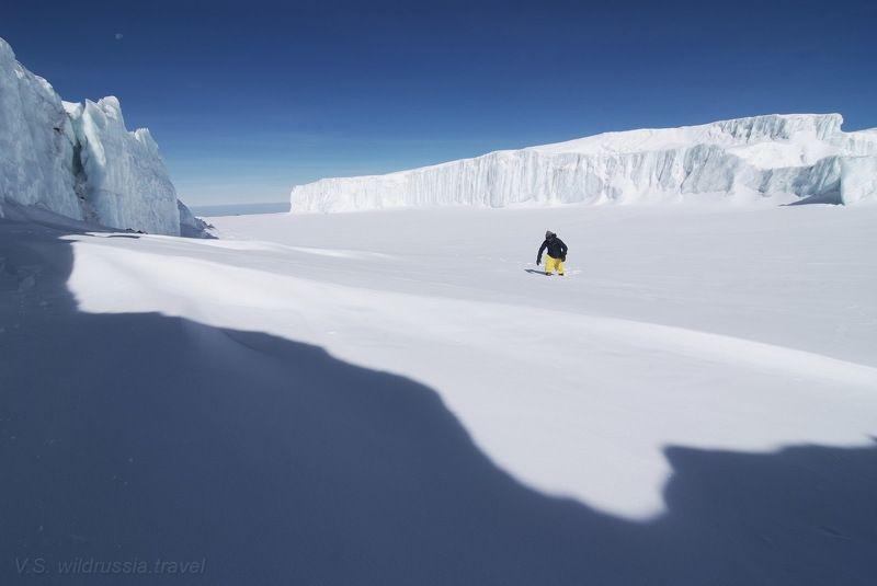 килиманджаро, вершина, восхождение, спорт, экстрим, высота, альпинизм, снег, ледник, кратер, тень, горы, танзания, путешествие, приключение, шагнивнеизведанное Снега Килиманджаро - 2photo preview