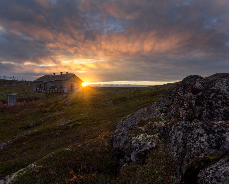 териберка, колский, баренцево омре, осень, рассвет, утро, метеостанция Рассвет на краю землиphoto preview
