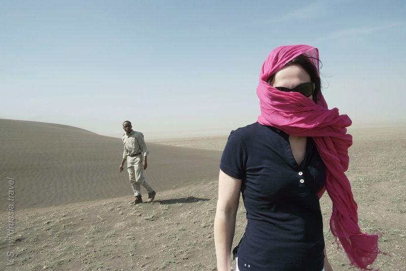 серенгети, африка, пустыня, дюна, песок, сафари, танзания, путешествие, приключение, дама, шагнивнеизведанное На ней: шарфик и тёмные очки; на нём: хаки.photo preview