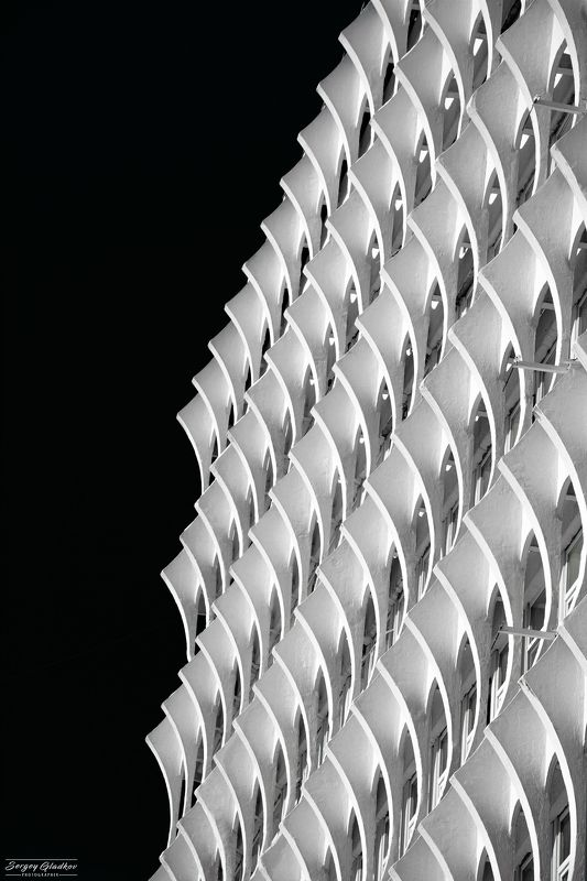 architecture, facade, balck, white, city, urban, Russia, Rostov on Don, design, building, ripples Рябьphoto preview