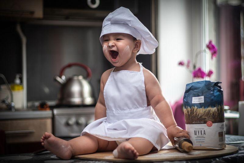 малыш, поварёнок, повар, кухня, мальчик ШЕВЕЛИСЬ, ЛЕНТЯИ!photo preview