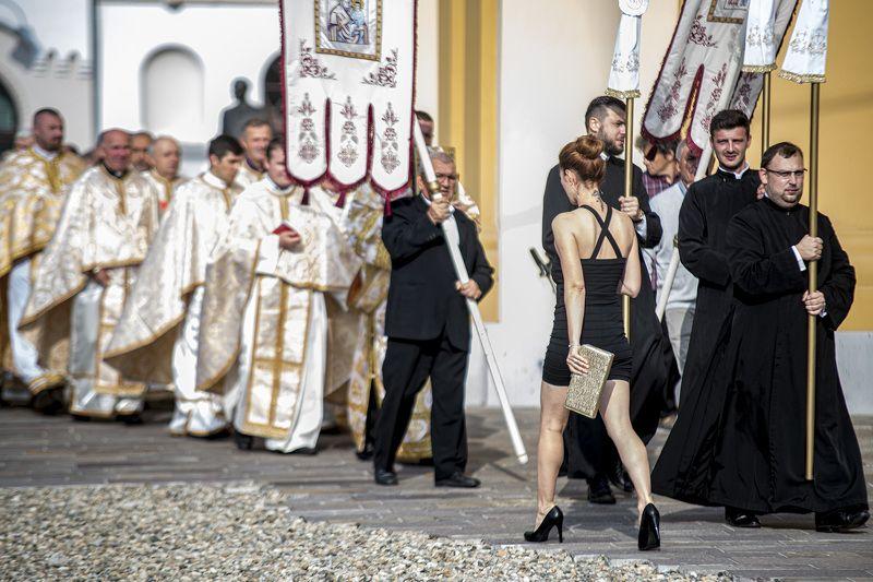 woman, priest, pray, street Black temptress 03photo preview