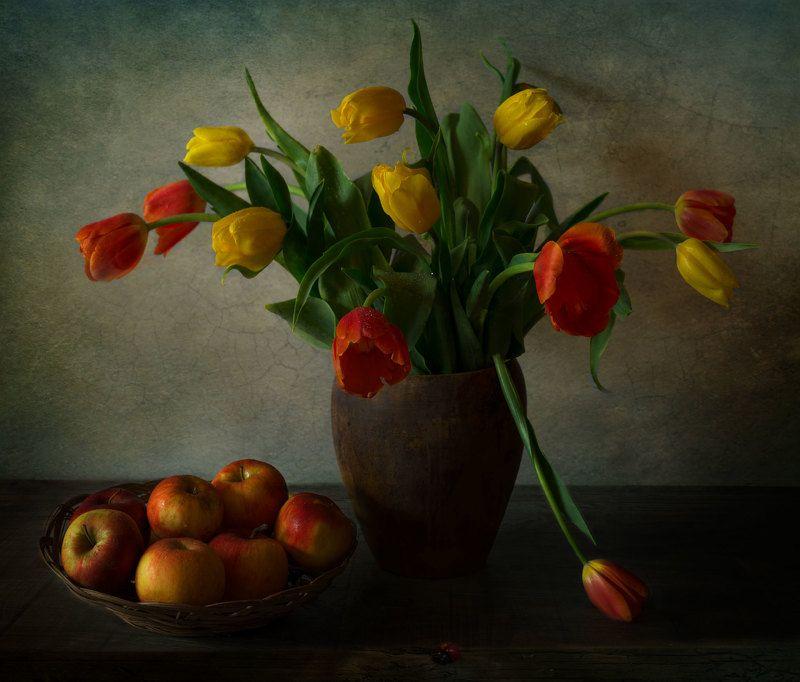 тюльпаны,яблоки,натюрморт Тюльпановое утроphoto preview