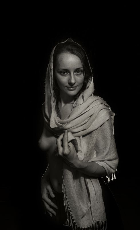 девушка портрет ню чб палантин платок грудь Взглядphoto preview