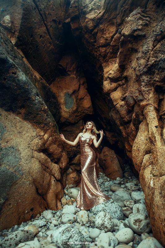 sea, ocean, portrait, lady, woman, stones, golden, dress, waves,  Goldenphoto preview