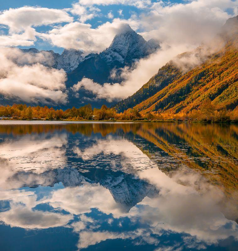 Горы, гора, Домбай, рассвет, осень, облака, отражение, Туманлы-Кёль,озеро, Тебердинский государственный природный биосферный заповедник, Кавказ, хребет, вершина,  осенний, Чотча,  Зазеркальеphoto preview