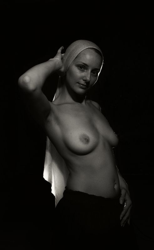 девушка портрет ню чб палантин платок грудь Совершенствоphoto preview