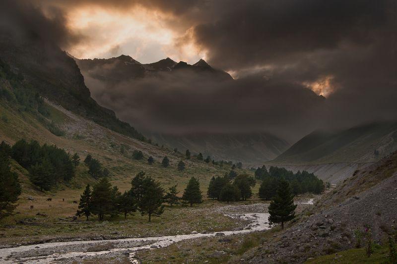 приэльбрусье, ирикчат, горы, природа Вечер у реки Ирикчатphoto preview