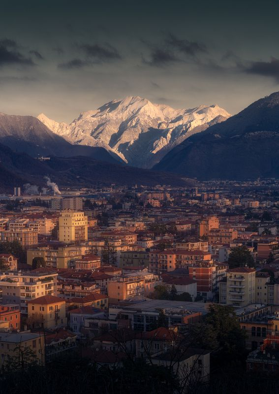 brescia, italia, italy, city, town, light, город, италия, брешия, горы, mountains Northern city фото превью