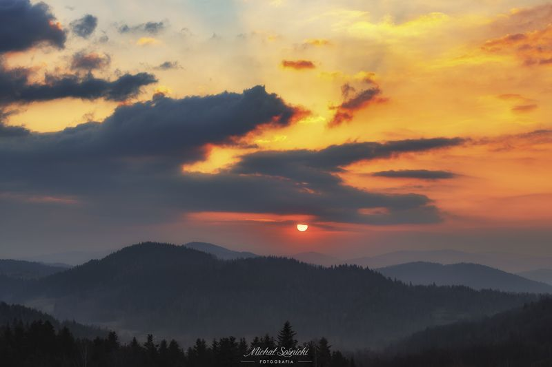 #poland #zawoja #sunrise #beskids #clouds #sky #benro #benq #pentax Sunrise...photo preview