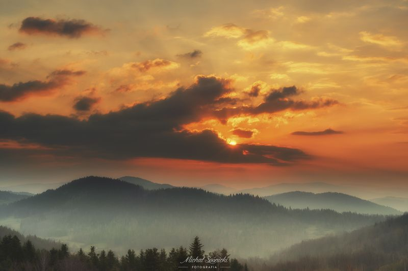 #poland #zawoja #sunrise #beskids #clouds #sky #benro #benq #pentax Sun...photo preview