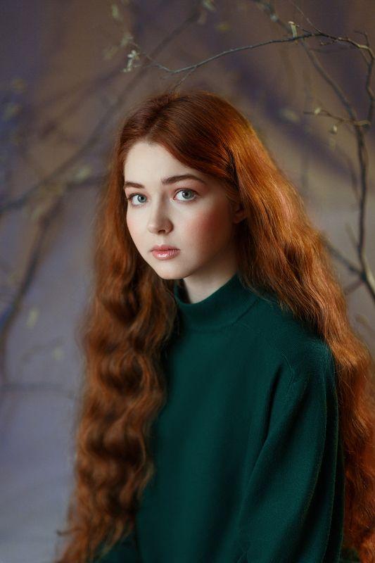 Рыжая, длинные волосы, зеленые глаза, нежная, юная, девушка, студия, весна Аняphoto preview