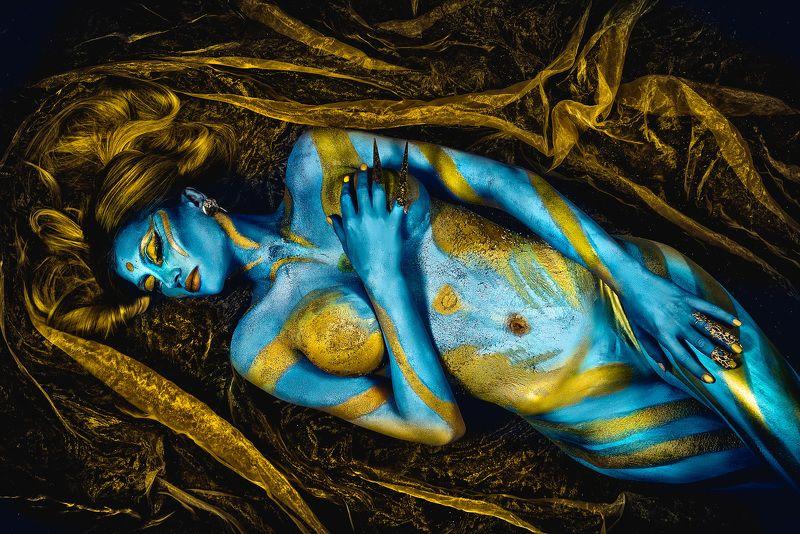 woman, beauty, portrait, art, bodyart, conceptual The Golden Watersphoto preview