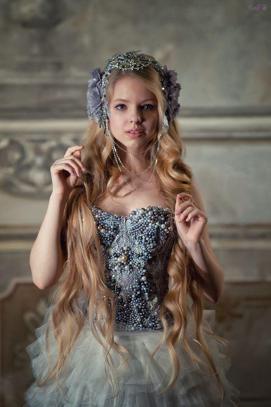 портрет, девушка, возрождение, студия, блондинка, ренессанс, цветы Ренессансphoto preview