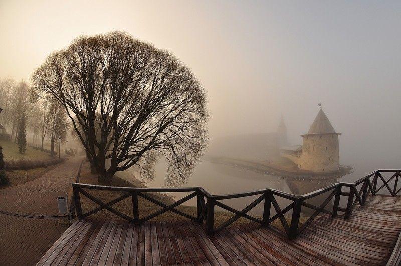 город,архитектура,псков, туман, весна,набережная,мост, река В утреннем тумане.photo preview