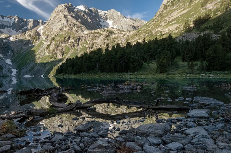 алтай, верхнее мультинское озеро. На озере рассвет.photo preview