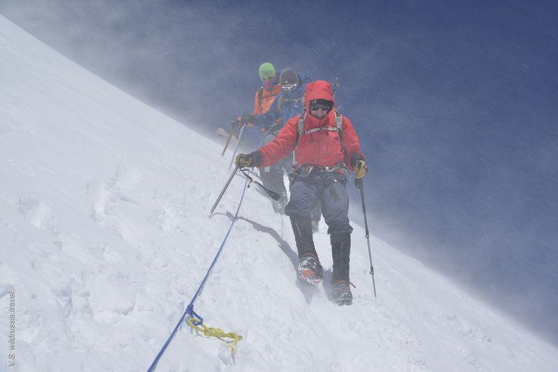 Эльбрус, Кавказ, Россия, горы, восхождение, альпинизм, спорт, экстрим, высота, снег, ветер, шагнивнеизведанное Эльбрусиада (из цикла)photo preview